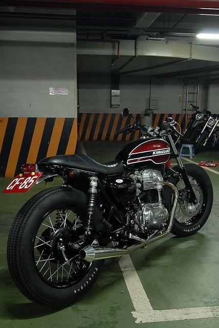 Modified kawasaki W650 - cafe racer style