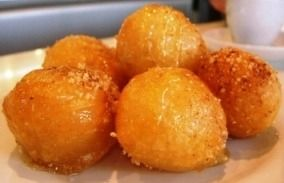 GREEK DONUTS WITH HONEY SYRUP