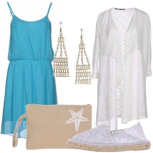 Outfit composto da vestito corto senza maniche, cardigan in maglia leggera, espadrillas in pizzo, borsa a mano in tela con ricamo e orecchini chandelier in resina e metallo.