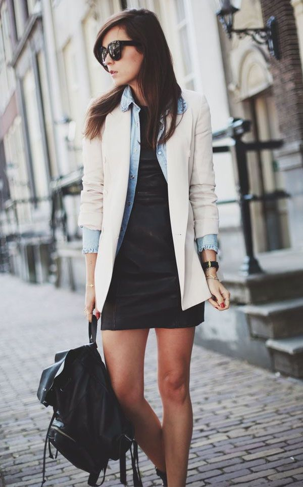 Dobre a manga do casaco e deixe a manga da camisa aparecendo por baixo.
