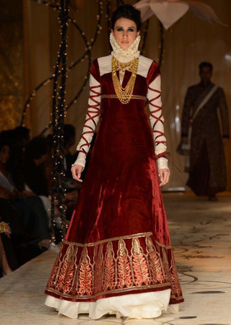 Models showcasing Rohit Bal's fabulous bridal and groom collection at Indian Bridal Fashion Week 2013 at Mumbai 12