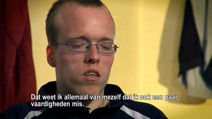 In de video hieronder vertelt Mark over zijn #autisme en zijn wekelijkse avondje voetbal.