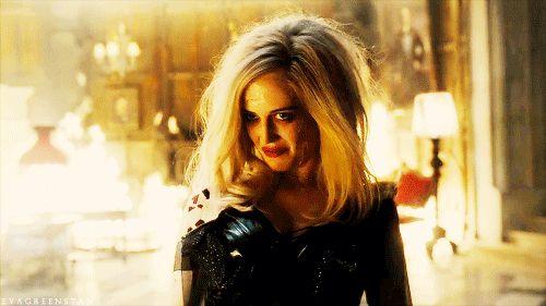 EVA GREEN é ANGELIQUE  Mulher traída é perigosa se for uma bruxa então! Angelique (Eva Green) transformou o ex-amante Barnabás em vampiro e o enterrou à sete palmos, antes de acabar com o legado de sua família em SOMBRAS DA NOITE com JOHNNY DEPP