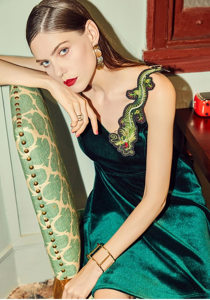 Yunsimuxiang Dragon Embroidered Velvet Dress #bohointernal #bohostyle