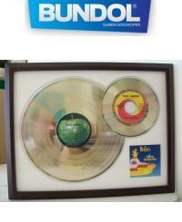 89 euro ipv 156 euro voor Gouden platen van o.a. Elvis,Madonna, Michael Jackson, Prince, Eagles. Dagaanbieding van Bundol: http://dagaanbiedingen-overzicht.nl/bekijken/?dagaanbieding=89-euro-ipv-156-euro-voor-gouden-platen-van-o-a-elvis-madonna-michael-jackson-prince-eagles-e-v-a-