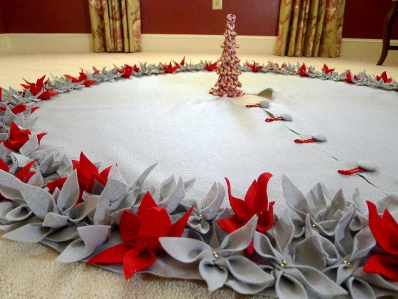 Tree skirt in felt with flowers