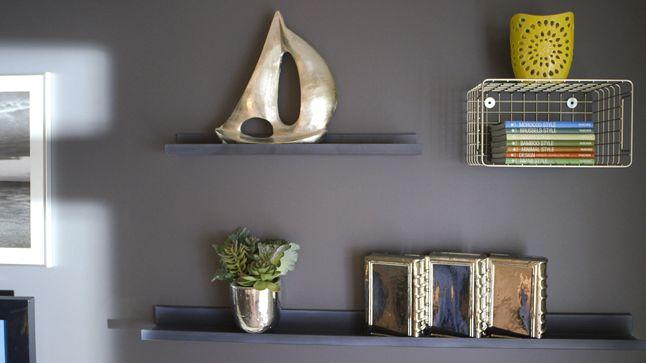 APRÈS : Pour renforcer la thématique métallique, des paniers de métal ont été posés au mur. Une façon originale d'y placer vos accessoires déco !