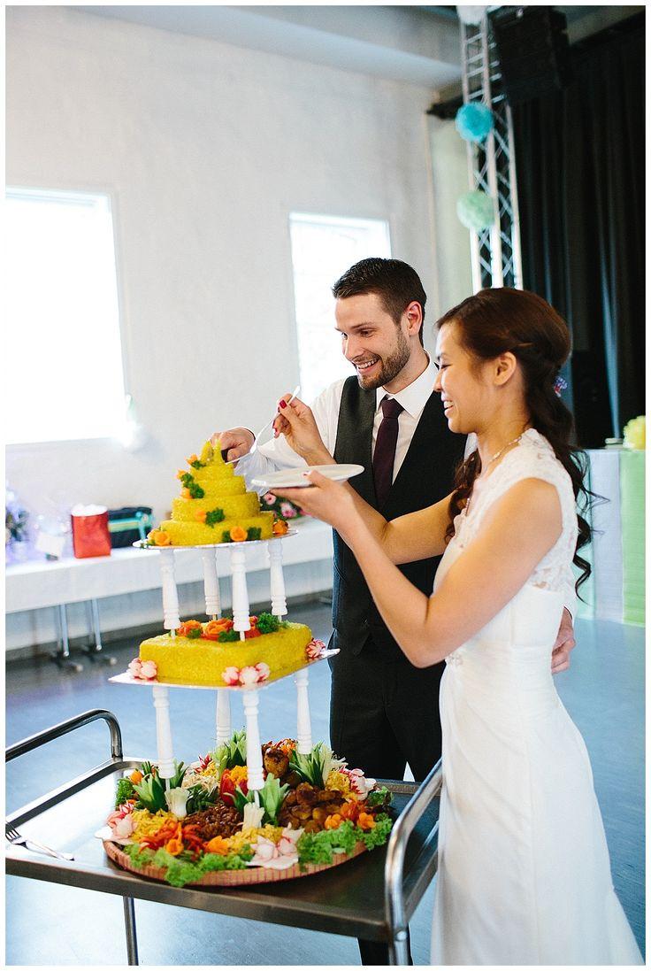 Nasi Tumpeng - Verrueckt nach Hochzeit | echte Hochzeit auf dem Engelshof in Köln | Fotos: http://leabremicker.pass.us/melissa-und-tilo-hochzeit