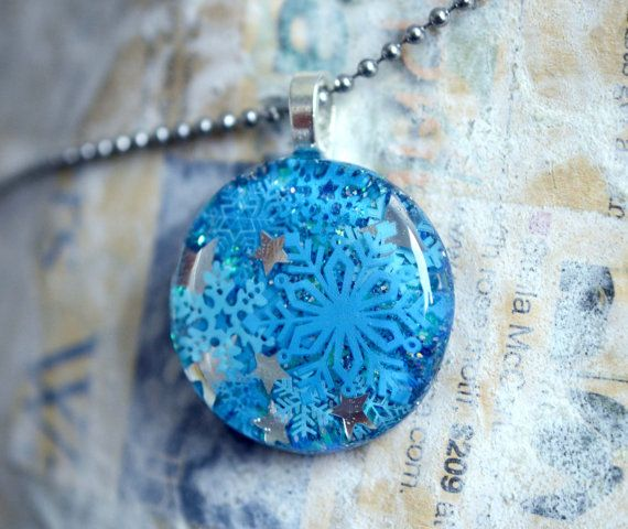 Resin Jewelry Snowflake Resin Pendant Hand by keepthesugar