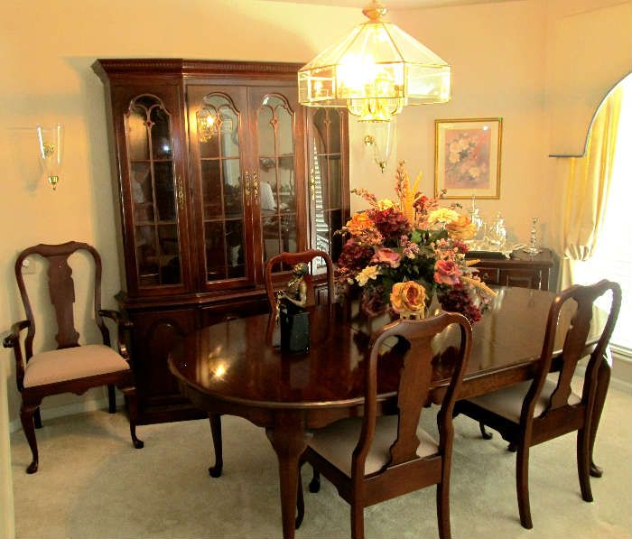 Excellent dining room set by pennsylvania house includes queen anne style dining table with - Queen anne dining room furniture ...