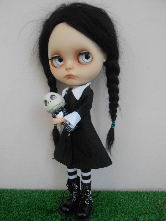Custom Blythe Doll Wednesday Addams por Spookykidsworkshop en Etsy