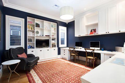 Evinizde mi çalışıyorsunuz. Koyu mavi ve beyaz kontastı kullanılmış bu güzel oda; hem sakin, hem hareketli. #dekorasyon #dekorasyonfikirleri #dekorasyonönerisi #dekorasyonönerileri #dekorasyononerisi #evofis #evofismobilya #ofisdekorasyonu #homeofis #marifetix