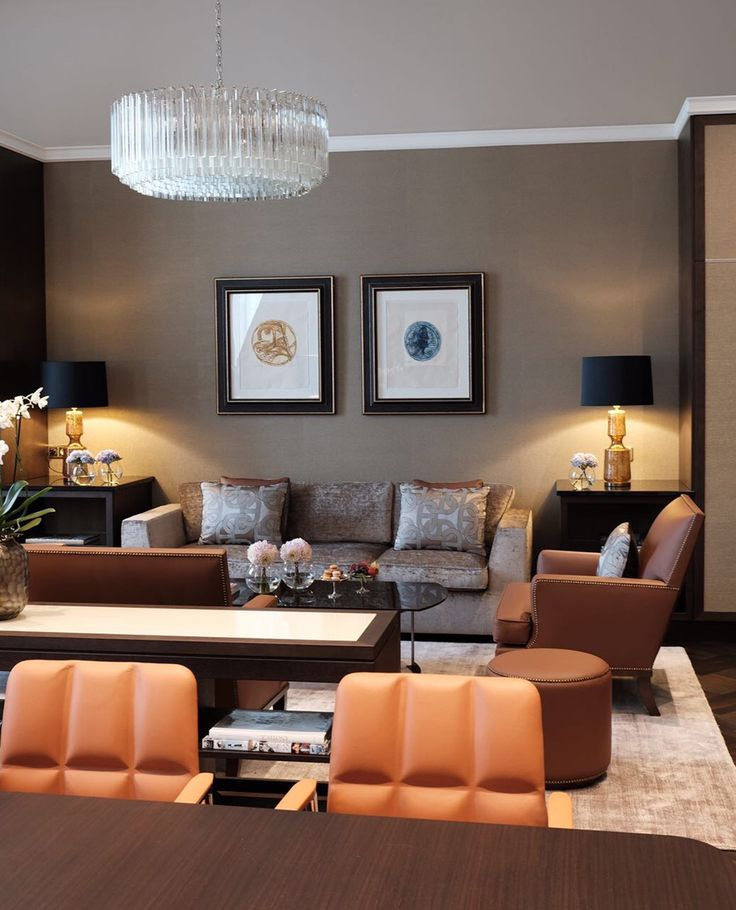 Die Interior Designer von Fine Rooms aus Berlin verleihen der Businesslounge des Grandhotel Schloss Bensberg in Bergisch Gladbach einen neuen luxuriösen Look.