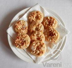 Nejedná se o klasické věnečky. Jde o recept po babičce. Kroužky bohatě sypané arašídy.