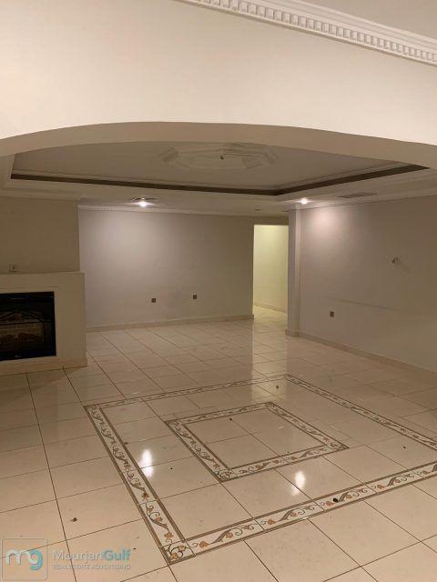 للإيجار دور أرضي الرميثية مقيمين فقط مع مدخل خاص موقف مظلل سيارتين حديقة خاصة 3 غرف نوم غرفة خادمة غرفة غسيل صال Maids Room Living Dining Room Guest Bath