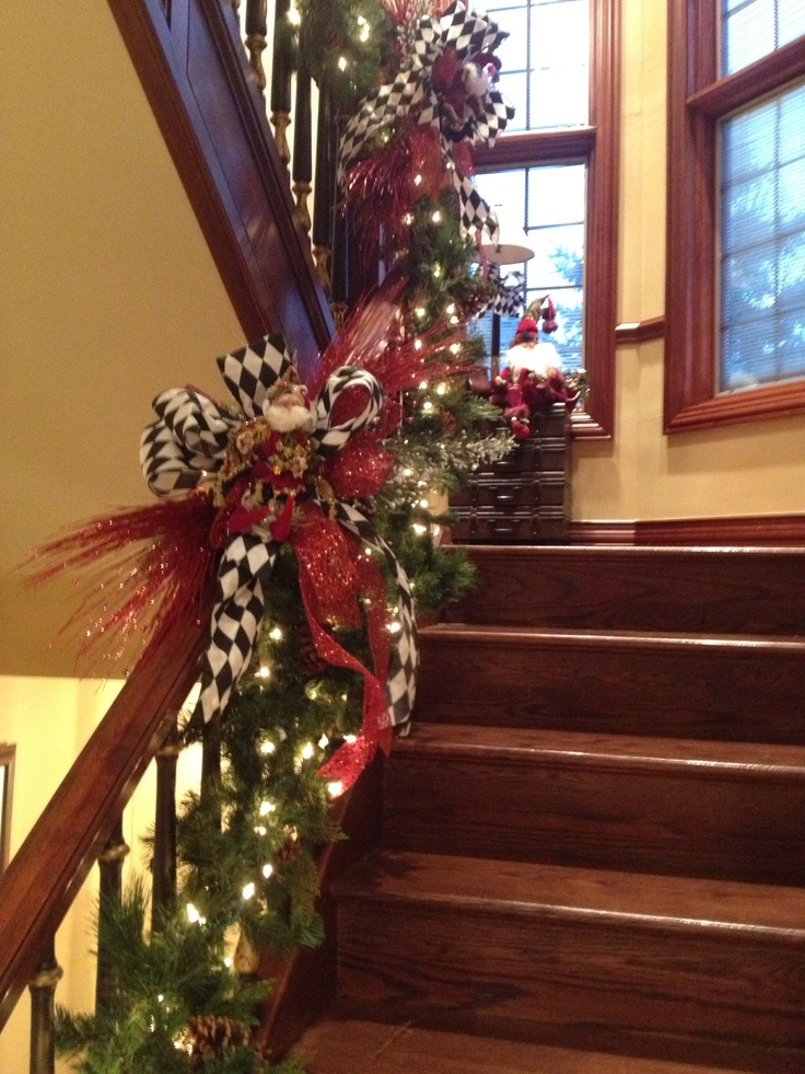 Staircase Christmas Decorating Ideas
