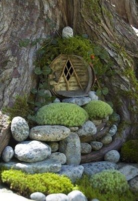 Gardens:  A Hobbit entrance into a tree.  ********************************************   (repin)- #fairy #garden #gardens #miniature #miniatures #crafts #DIY #whimsy #whimsical #hobbit #door #tree - ≈√