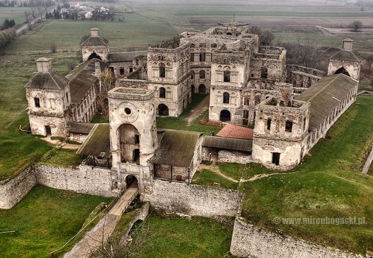 Krzyżtopór is a 16th C castle  in the village of Ujazd, Poland. It was destroyed both during the Swedish invasion in 1655 and  by the Russians in 1770.