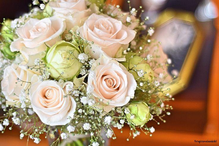 Schöner Brautstrauß zum selber machen im Vintage Stiel für eine traumhafte Hochzeit. Die DIY Anleitung ist sehr einfach.