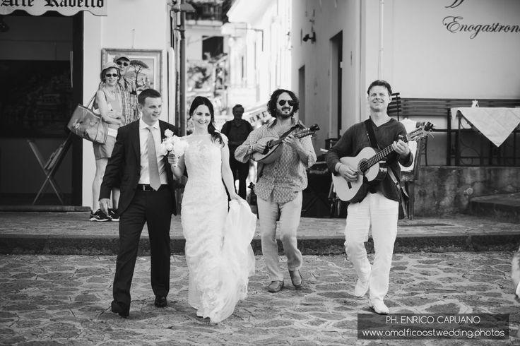 Ravello elopement wedding in the town hall garden principessa di piemonte local wedding planner Mario Capuano and professional wedding photographer Enrico Capuano. A Ravello dream wagnertours.it