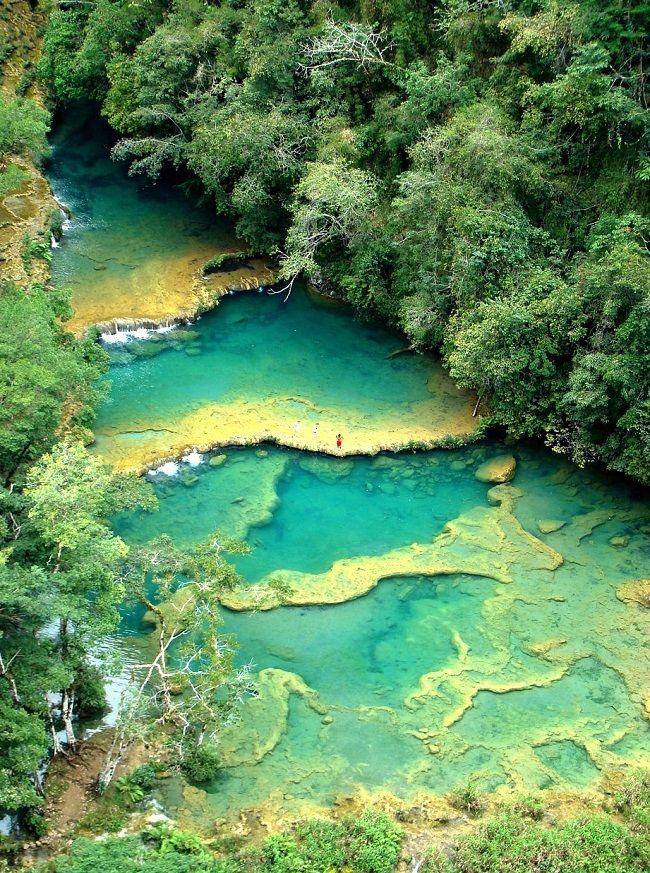 Piscines naturelles de Semuc Champey au Guatemala