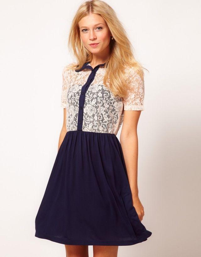 Kurzes Kleid für die heißen Tage draußen