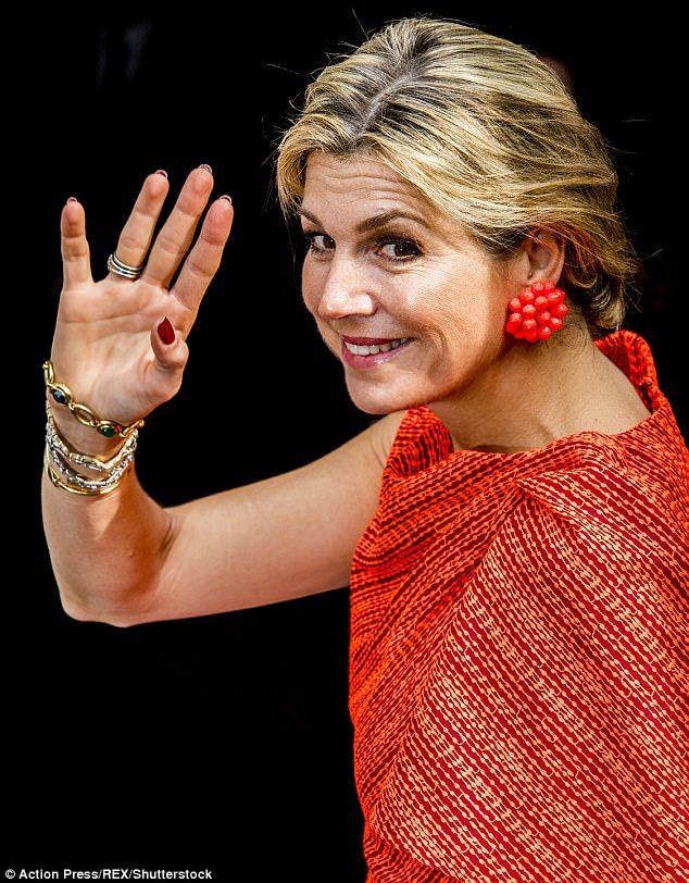♥•✿•QueenMaxima•✿•♥...Known for her keen eye for coordination Maxima paired her tangerine coloured dress with a ...