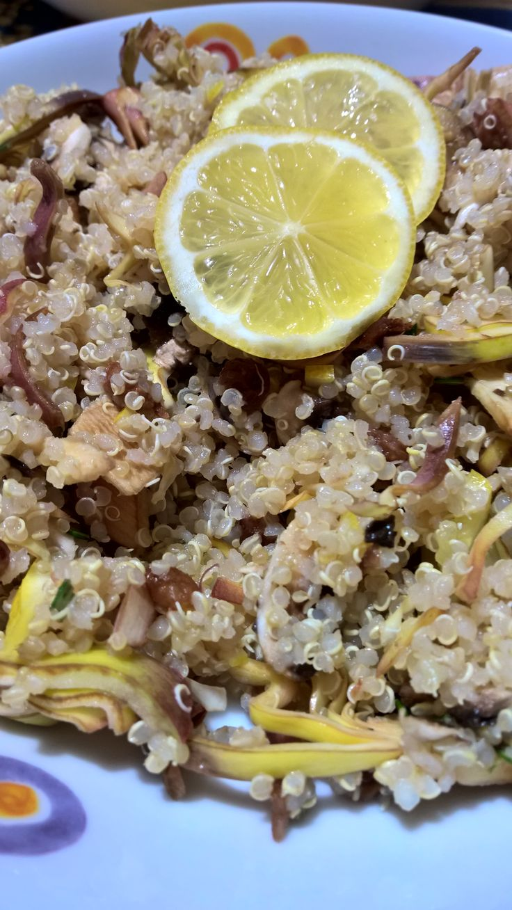 Quinoa con carciofi, uvetta e limone