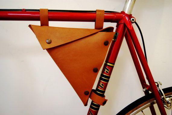 Bolso de cuero moto, nuevo, hecho a mano. Bolso de cuero bicicleta Bag.Triangle. Bolso de la caja de herramientas.