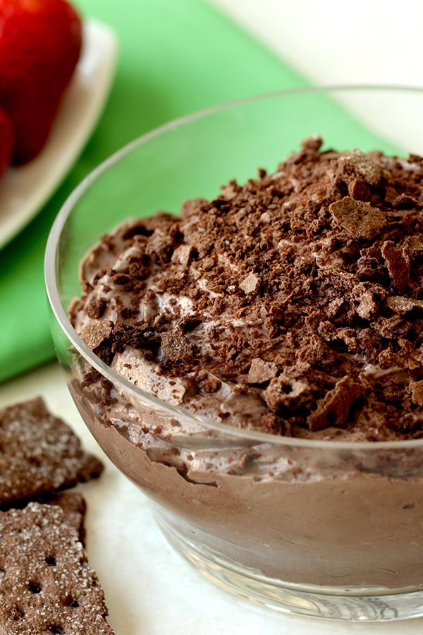 Here's my low-calorie fix for a Thin Mints craving! It's creamy, cool, and has a little kick of protein, thanks to Greek yogurt. Try it with some chocolate graham crackers or your favorite fruit! 1/4 c.: 63 calories | 2g fat | 3 Weight Watchers SmartPoints | PIN!