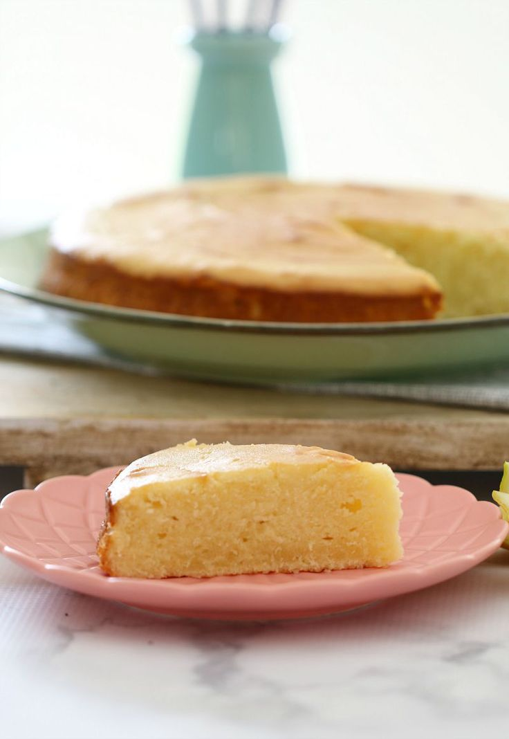 The most deliciously moist and tangy Thermomix Sour Cream & Lemon Cake. Perfect served on it's own, or heated up with a dollop of cream. | Bake Play Smile