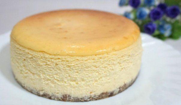 American Cheesecake este o prăjitură americană cu brânză, o reţetă cunoscută în toată lumea. Este foarte uşor de preparat şi cu o savoare deosebită, se poate constitui în deşertul ideal,mai