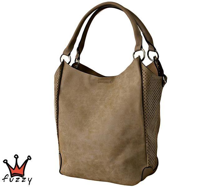 Τσάντα γυναικεία σε μπεζ χρώμα, απομίμηση δέρμα, αποσπώμενο εσωτερικό μεγάλο πορτοφόλι με τρεις θήκες. Έξτρα λουράκι ώμου. Διαστάσεις 40 Χ 30 εκ.