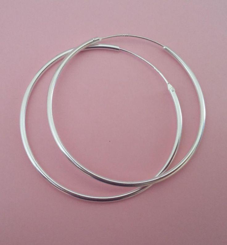 Aretes de plata de tamaño medio para cualquier ocasión, estilo y edad. Diámetro 4,5 cm. 16,90€