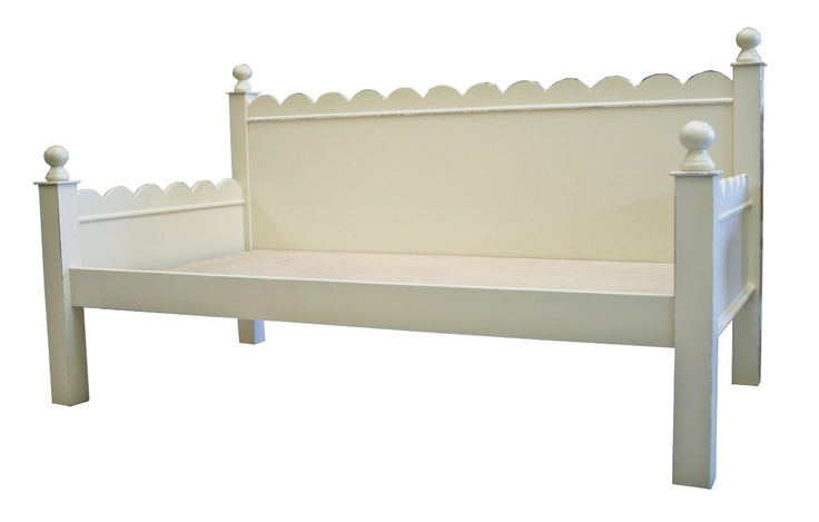 scalloped edge wood daybed