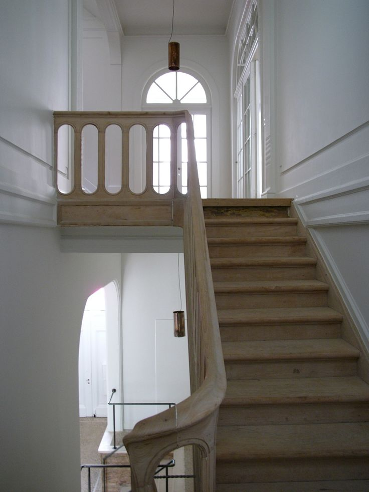 Hans Verstuyft Architecten, traditional staircase, natural wood, white walls