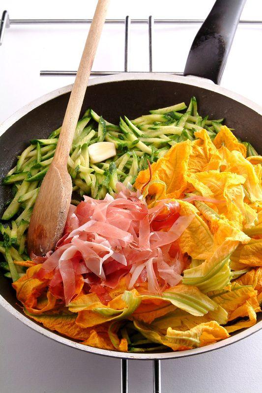 Rotolo di crespelle con ripieno di ricotta e zucchine