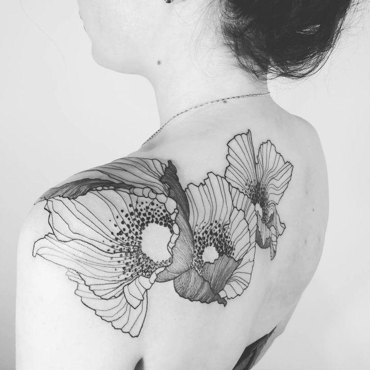Poppies!   Done @empreinte_bodyart - Lyon !    #wildstyleflower #wildflower #flowerstattoo  #fleur #tatouagedefleur #tatoueur #tattooer #tattooer #tattooartist #tattooart #tattoodesign #artistetatoueur #inkedbyguet #design #dotwork #dotworker #dotworktattoo #designtattoo #guet #graphism #graphictattoo #blackwork #blacktattoo #blackworker #blacktattooart #sorrymummytattoo #empreintebodyart #lyon #tattrx #tttism