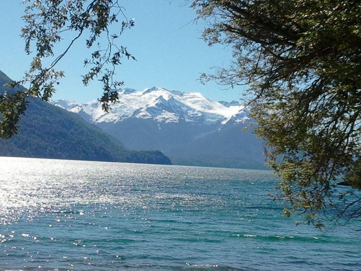 Partiendo desde Puerto Chucao en pleno corazón del Parque Nacional Los Alerces y navegando por el Lago Menéndez, se llega al pie del imponente Glaciar Torrecillas.