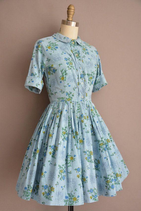 Vintage jaren 1950 blue katoen overhemd jurk met een prachtige bloemen- en Victoriaanse noviteit print, vleiende gesmoord taille past,
