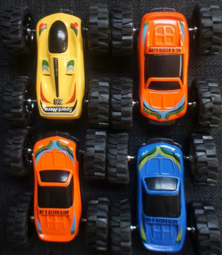 Die Cast, Double sided, Friction Power car that give the choice of two coloured cars.Pull back action with forward motion on release allows hours of fun for any child.