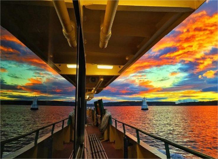 Un muro d'acqua sollevato dal mare in tempesta: è lo scatto realizzato da un marinaio a bordo di un traghetto nelle acque di Sydney un istante prima che l'onda si infranga. ''Un buon giorno per lavorare'', ha commentato sul suo profilo Instagram Haig Gilchrist, autore di tante istantanee che raccont…