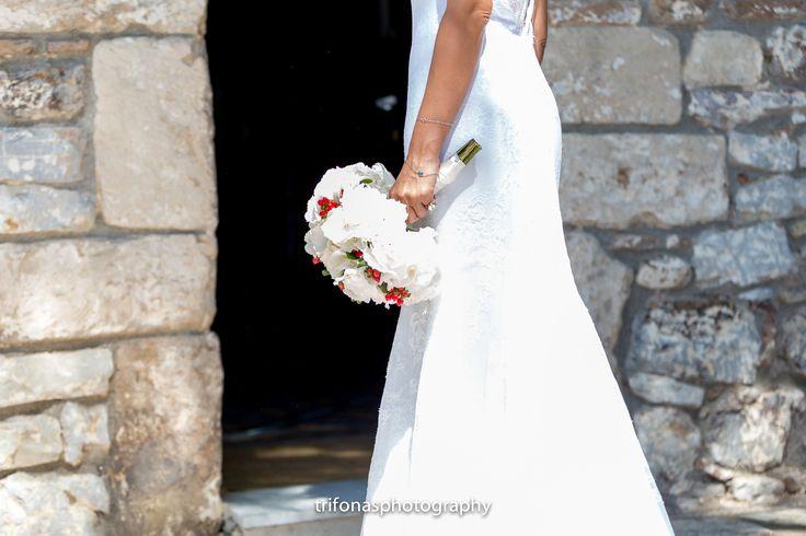 www.dreamonphotography.gr  / Santorini photographer / destination wedding photographer/ wedding photography / Santorini / wedding in Santorini / Greece / island / creative wedding photography / wedding inspiration / wedding ideas / destination weddings / portait photography / bridal bouquet ideas / photographer in Greece /  #dreamonphotography / #dreamonphotographyweddings /  #trifonasphotos