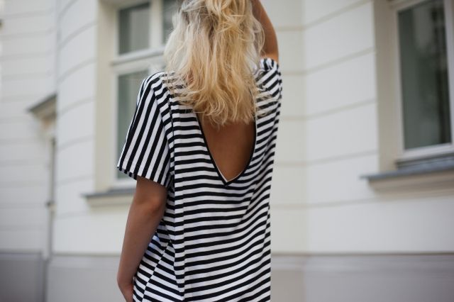 STRIPED T-SHIRT WITH OPEN BACK | Be a beach babe @ theodderside.com