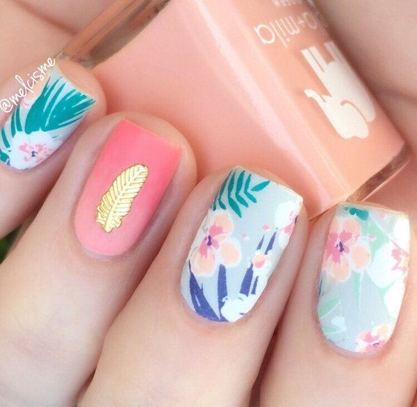 The floral multicolored Nail Art. With the element of gold, this multicolored floral nail art is worth a shot.