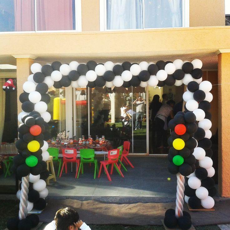 Arco con globos tem tica cars cars globos y figuras - Decoracion con biombos ...