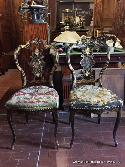 Mobili antichi - Sedie Antica coppia di sedie francesi decori floreali - Antica coppia di sedie Napoleone III Immagine n°1