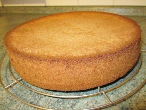 1. бисквитное тесто для торта. Ингредиенты: Мука (1 стакан);. Сахар (1 стакан);. Яйца (4 шт. );. Разрыхлитель (1/2 пакетика);. Ванильный сахар (1 пакетик. Приготовление: Мы отделяем белки от желтков. ...