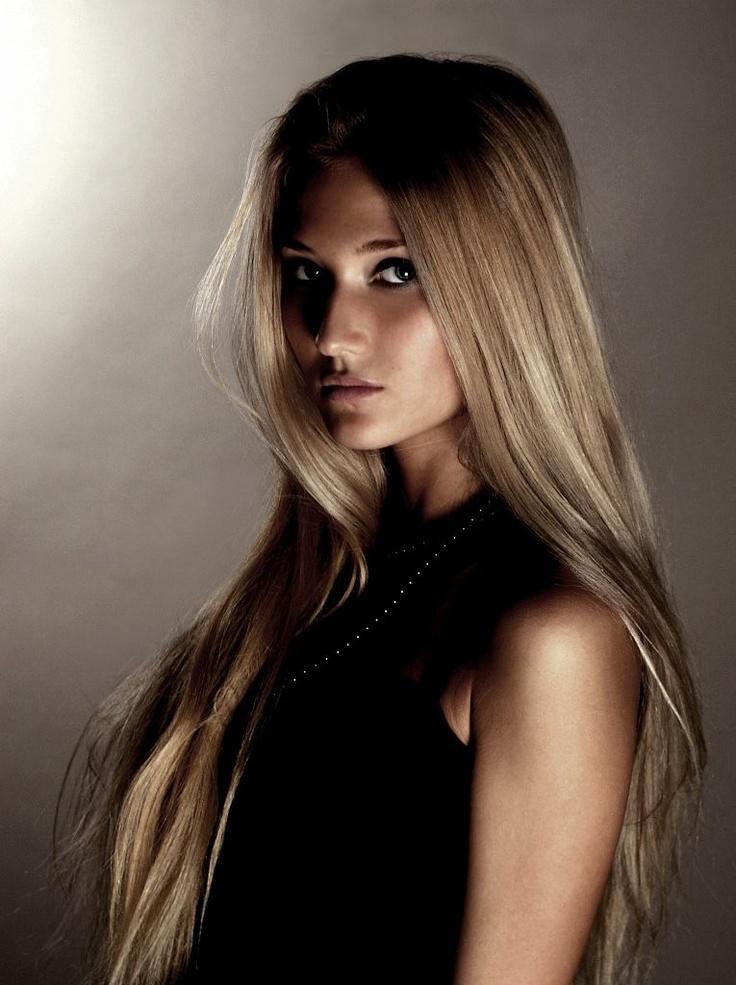 이 러시아 미녀의 직업은 무엇일까요?   러시아 네티즌들은 그녀를 가르켜 '러시아에서 가장 위험한 여성'이라고 부르고 있습니다. http://russiainfo.co.kr/2434