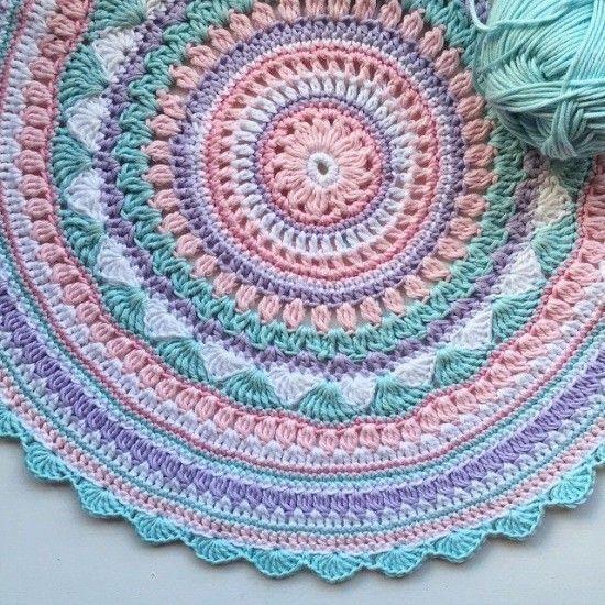 Crochet Patterns For Mandala Yarn : 17 Best ideas about Crochet Mandala Pattern on Pinterest ...